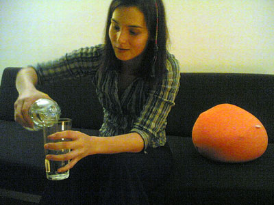 Ganoée drinking Evian