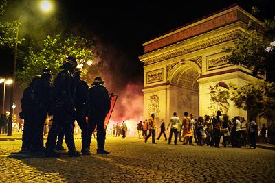 CRS vs Arc de Triomphe