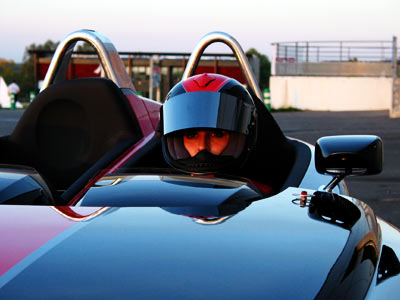 une pilote Peugeot