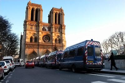 police et gendarmerie @ parvis de Notre-Dame