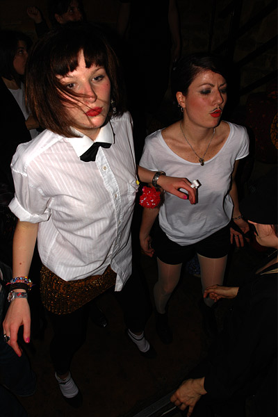 Justine & Serena @ soirée Moustache