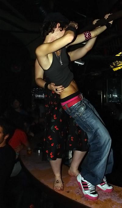 Polly P. sur le bar